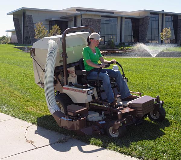 52-, 61- and 72-inch DuraMax® Decks | Grasshopper Mower