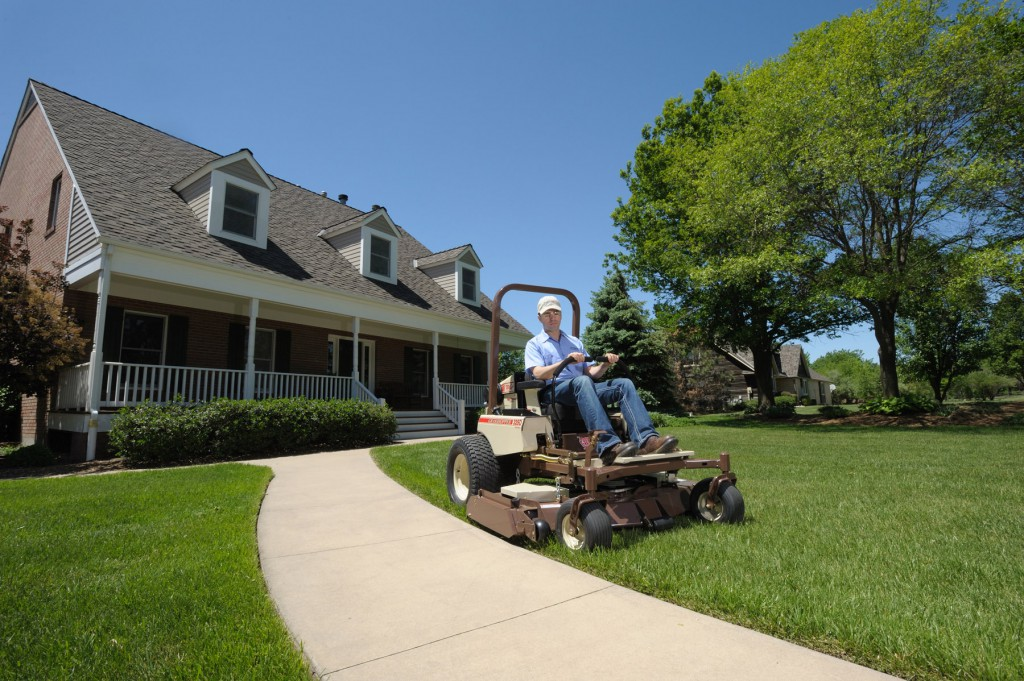 summer lawn care mulching grass clippings